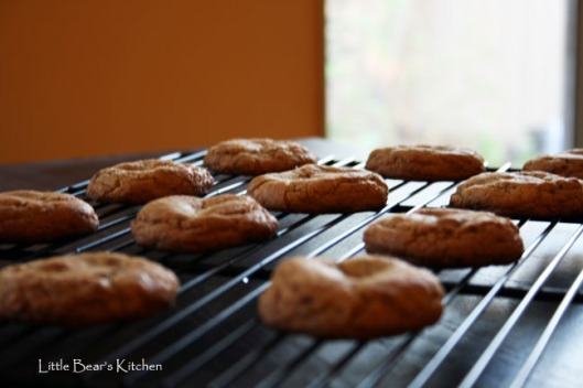 Toffee cookies cooling