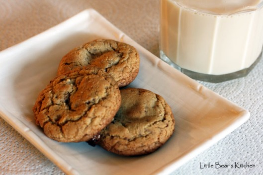Toffee cookies and milk
